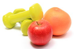Apple και γκρέιπφρουτ με τους πράσινους αλτήρες Στοκ εικόνες με δικαίωμα ελεύθερης χρήσης