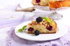 Apple και κέικ βατόμουρων Στοκ Φωτογραφία