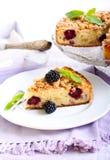 Apple και κέικ βατόμουρων Στοκ φωτογραφία με δικαίωμα ελεύθερης χρήσης