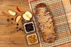 Apple και κέικ σταφίδων Στοκ Φωτογραφία