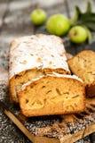Apple και κέικ φραντζολών μελιού Στοκ εικόνα με δικαίωμα ελεύθερης χρήσης