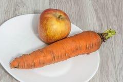 Apple και καρότο Στοκ φωτογραφία με δικαίωμα ελεύθερης χρήσης