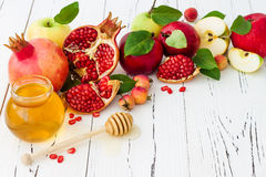 Apple και μέλι, παραδοσιακά τρόφιμα του εβραϊκού νέου έτους - Rosh Hashana Διαστημικό υπόβαθρο αντιγράφων Στοκ φωτογραφία με δικαίωμα ελεύθερης χρήσης