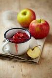 Apple και μαρμελάδα μούρων Στοκ Εικόνες