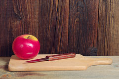 Apple και μαχαίρι Στοκ Εικόνες