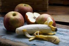 Apple και μπανάνα Στοκ φωτογραφίες με δικαίωμα ελεύθερης χρήσης