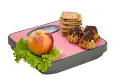 Apple και μπισκότο στην κλίμακα πατωμάτων Στοκ Εικόνα