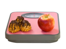 Apple και μπισκότο στην κλίμακα πατωμάτων Στοκ Φωτογραφίες