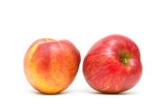Apple και νεκταρίνι που απομονώνονται στο άσπρο υπόβαθρο Στοκ Φωτογραφίες