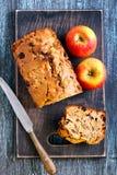 Apple και ξύλο καρυδιάς teabread Στοκ Φωτογραφίες