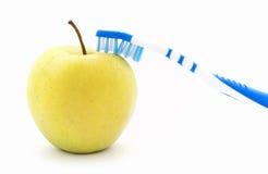 Apple και οδοντόβουρτσα Στοκ Εικόνα