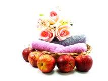 Apple και πετσέτα στο υπόβαθρο Στοκ Εικόνα