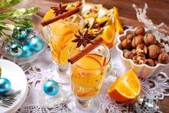 Apple και πορτοκαλί ποτό με τα καρυκεύματα για τα Χριστούγεννα Στοκ φωτογραφίες με δικαίωμα ελεύθερης χρήσης