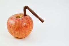 Apple και πλαστικό άχυρο Στοκ εικόνες με δικαίωμα ελεύθερης χρήσης