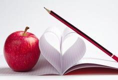 Apple και σημειωματάριο Στοκ Φωτογραφίες