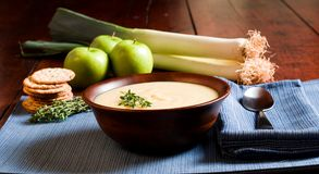 Apple και σούπα πράσων στοκ φωτογραφία