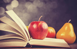 Apple και το βιβλίο. Στοκ Εικόνα