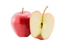 Apple και φέτα που απομονώνονται στο λευκό με το ψαλίδισμα της πορείας Στοκ Φωτογραφία