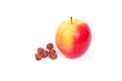 Apple και φουντούκια Στοκ φωτογραφία με δικαίωμα ελεύθερης χρήσης