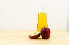Apple και χυμός μήλων Στοκ Φωτογραφία