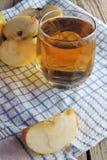 Apple και χυμός Στοκ εικόνες με δικαίωμα ελεύθερης χρήσης