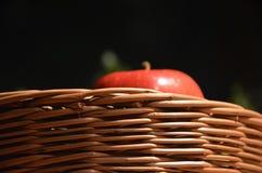 Apple και basquet Στοκ φωτογραφία με δικαίωμα ελεύθερης χρήσης