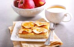 Apple και cheesecake καλύμματος μελιού Στοκ φωτογραφία με δικαίωμα ελεύθερης χρήσης