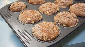 Apple και Muffins κανέλας. Στοκ Φωτογραφίες