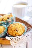 Apple και muffins σταφίδων Στοκ Εικόνες