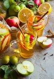 Apple και sangria εσπεριδοειδών Στοκ φωτογραφία με δικαίωμα ελεύθερης χρήσης