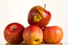Apple - καρδιά σας αγαπώ Στοκ φωτογραφία με δικαίωμα ελεύθερης χρήσης
