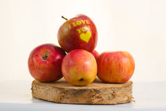 Apple - καρδιά σας αγαπώ Στοκ Φωτογραφίες
