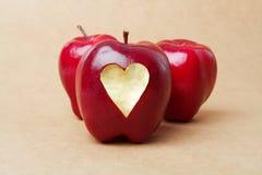 Apple με μια καρδιά Στοκ Εικόνες