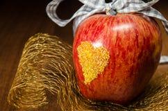 Apple με την καρδιά Στοκ Φωτογραφίες
