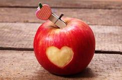 Apple με την καρδιά Στοκ φωτογραφία με δικαίωμα ελεύθερης χρήσης
