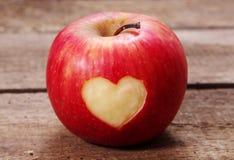 Apple με την καρδιά Στοκ Εικόνες