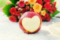 Apple με τη αποκόπτω? καρδιά Στοκ Εικόνα