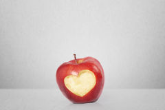 Apple με τη μορφή καρδιών Στοκ φωτογραφία με δικαίωμα ελεύθερης χρήσης