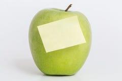 Apple με τη σημείωση και το άσπρο υπόβαθρο Στοκ Φωτογραφία