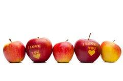 Apple με τις λέξεις Σ' ΑΓΑΠΏ Στοκ φωτογραφία με δικαίωμα ελεύθερης χρήσης