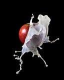 Apple με τον παφλασμό γάλακτος Στοκ εικόνες με δικαίωμα ελεύθερης χρήσης