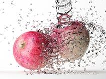 Apple με τον παφλασμό νερού Στοκ φωτογραφίες με δικαίωμα ελεύθερης χρήσης