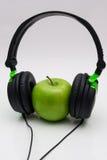 Apple με το ακουστικό Στοκ φωτογραφία με δικαίωμα ελεύθερης χρήσης
