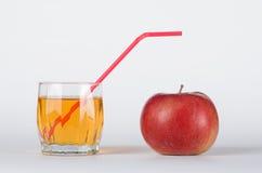 Apple με το ποτήρι του χυμού Στοκ Φωτογραφίες