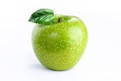 Apple με το φύλλο στο άσπρο υπόβαθρο Στοκ εικόνες με δικαίωμα ελεύθερης χρήσης