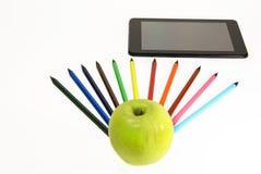 Apple, μολύβια και PC ταμπλετών Στοκ Εικόνες