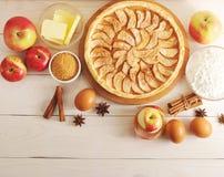 Apple ξινή, συστατικά - μήλα και κανέλα Στοκ Εικόνα