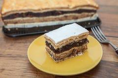 Apple, ξύλο καρυδιάς, και κέικ σπόρου παπαρουνών Στοκ Φωτογραφίες