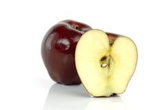 Apple που απομονώνεται στην άσπρη ανασκόπηση Στοκ φωτογραφία με δικαίωμα ελεύθερης χρήσης