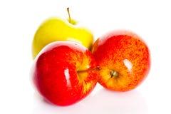 Apple που απομονώνεται στην άσπρη υγιή διατροφή φρούτων υποβάθρου Στοκ φωτογραφία με δικαίωμα ελεύθερης χρήσης